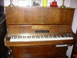 Bécsi pianínó zongora székkel Árát levittem