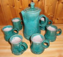 Különleges színű és díszítésű kerámia boros készlet