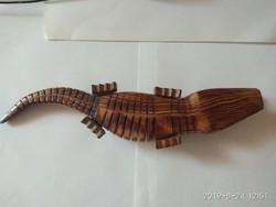 Különleges mozgatható fa krokodil
