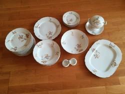 Fischer Emil porcelán étkészlet, szószos- és kínálótálak, só-bors t., 6 mély-, 12 lapos-, 5 kistány