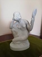 Herendi fésülködő nő tükörrel
