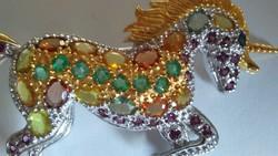 Többszínű zafír-smaragd 925 unikornis bross