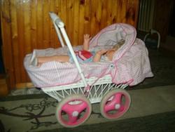 Retro fonott játék babakocsi babával