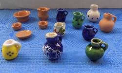 Játék babaházhoz kerámia mini kancsók, korsók, tálkák, tányérok egyben (14/K)