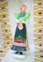 Hollóházi népviseletes női porcelán szobor