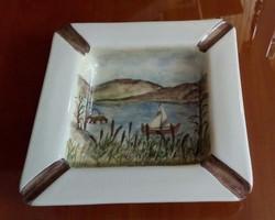 Porcelán hamutál, kézzel festett díszítéssel, 16,5 x 16,5 cm