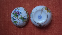Sérült, (ragasztott) jelzett herendi porcelán kis bonbonier.