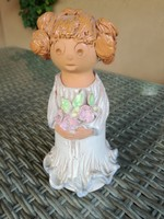 Antalfiné Szente Róza: Virágos lány kerámia 18 cm