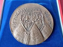 Borsos Miklós: István és Géza bronz plakett. Esztergom ezer éves.