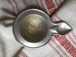 Régi fém teaszűrő