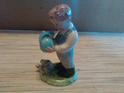 Izsépy kerámia kisfiú korsóval és kutyusával