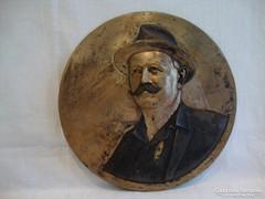 Gács Lajos férfi kalapban portré plakett 29 cm 1,5 Kg