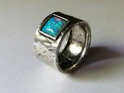 Izraeli kézműves ezüst gyűrű tűzopállal