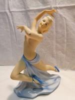 Táncos hölgy porcelán szobor