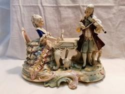 Jelzett  Sitzendorf  porcelán szobor zongorázó hölgy férfi hegedűvel