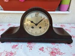 Gyönyörű feles ütős kandalló óra az 1900 as évek elejéről.
