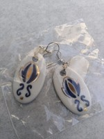 """Kalocsai porcelán """"komoly"""" népművész mintás csüngő fülbevaló eladó."""