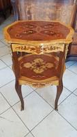XIV .Lajos  stílusbeni kis asztalka