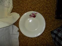 Aranyozott pettyekkel és rózsával díszített tányér.