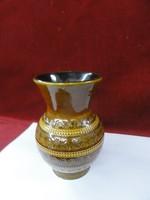 Német kerámia váza, nyomott mintás jelzése: 111/15. Négerbarna.