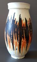 Gorka Lívia - Narancs - fekete váza