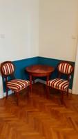 Biedermeier asztalka két székkel