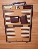 Backgammon és kockák - régi bőrtáskás táblajáték