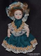 Antik porcelán baba eredeti ruhájában