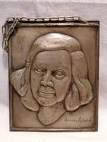 Női portré jelzett fém falikép