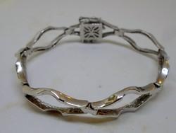 Szép régi ezüstkarkötő biztonsági lánccal