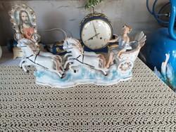 Álomszép porcelán lovaskocsi