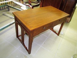 Felújított szecessziós kisasztal
