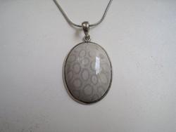 Ezüst medál különleges mintázatú ásvánnyal