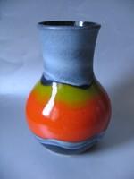 Attraktív, retro váza, limitált széria (kb. 25 cm)