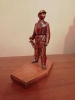 Mázas vas munkásőr szobor