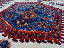 Régi, iráni, kézi csomózású szőnyeg