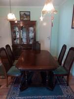 Eladó klasszikus stílusú étkezőasztal hat székkel
