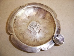 Antik perui vastag ezüstpénzből kikalapált, nyújtott ezüst hamutartó
