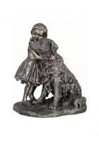 Kislány kutyával szobor