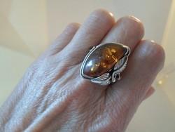 Gyönyörű régi nagy borostyánköves ezüstgyűrű 64-es méret