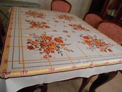 Asztalterítő jó minőségű anyagból 132x158 cm