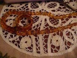 Préselt borostyán nyaklánc karkötővel