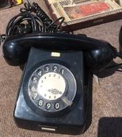 Retro,tárcsás  fekete bakelit telefon