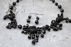 Fekete gyöngyös zsinór nyaklánc fülbevalóval
