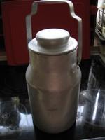 Nagy, masszív alumínium tejes kanna