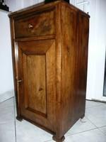 Eredeti antik biedermeier dió kis szekrény / komód márvány lappal az 1800-as évekből jó állapotban