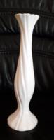 Fehér színű kecses Capodimonte váza