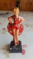 Piros ruhás táncosnő, női szobor eladó!