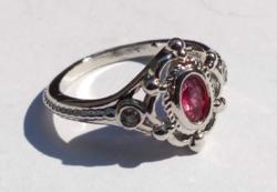 925-s töltött ezüst (SF) gyűrű, rubellit és CZ kristállyal