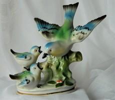 Régi kedves porcelán szobor, madár család, etetés